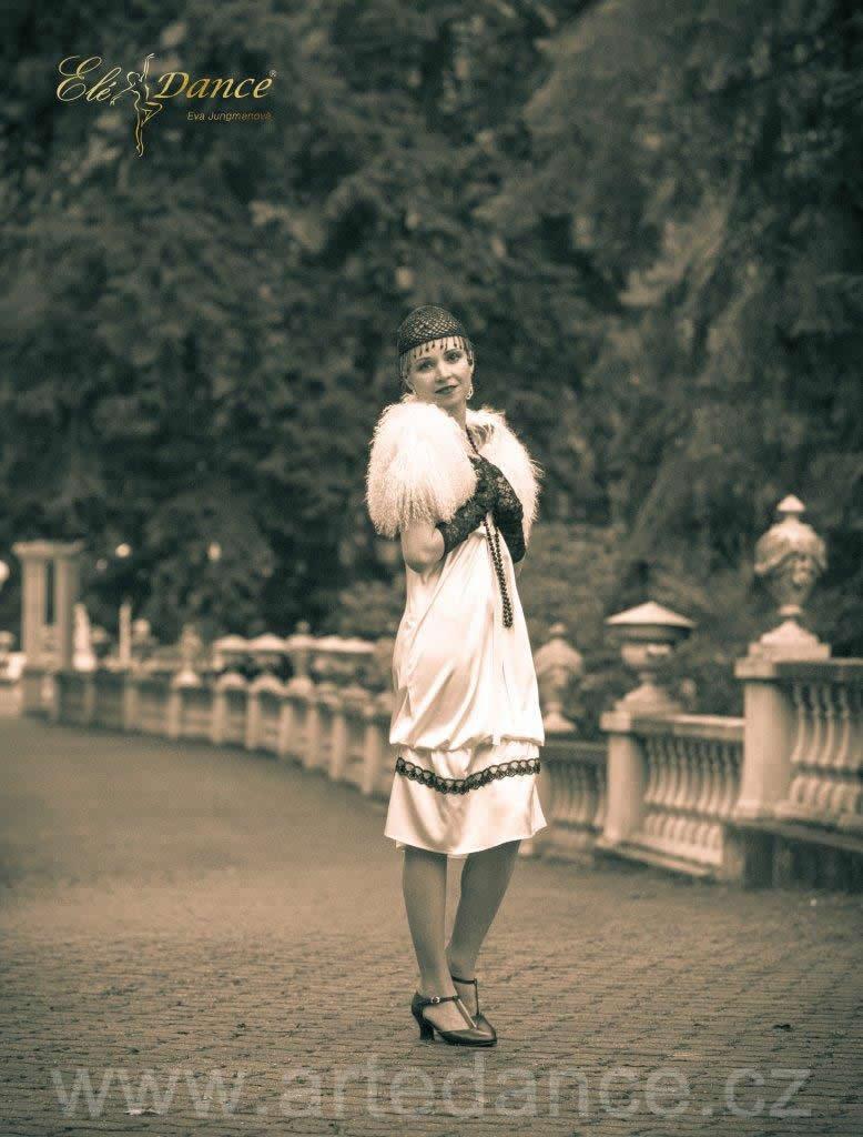 b19d4947244 Smetanové saténové šaty s černou dekorační krajkou (20.léta ...