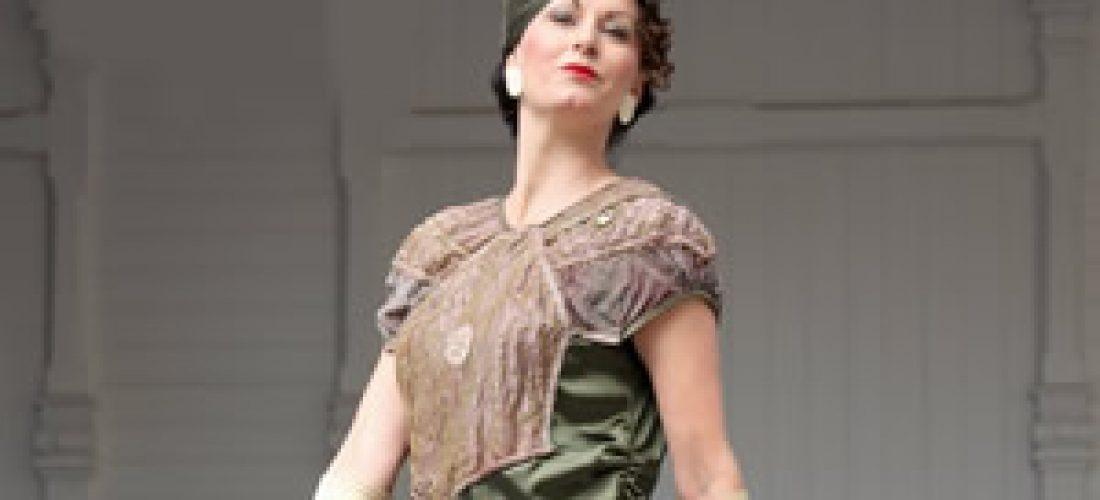 Zelené šaty skrajkovou aplikací (20.léta)