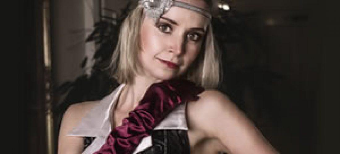 Černo-stříbný taneční kostým střásněmi akvětinovou aplikací