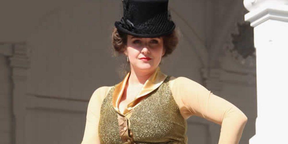 Zlatý třásňový kostým – sukně + halena
